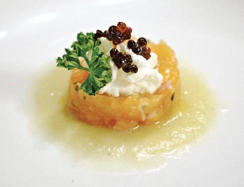 Tartare di salmerino e trota iridea affumicata con brodo addensato di cipolla e spuma di formaggio Trentingrana DOP