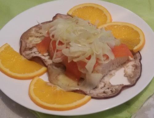 Filetto di trota su un letto di melanzane e insalatina di finocchi e arance
